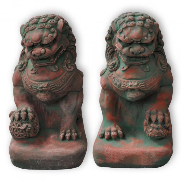 Fu-Hund 32 cm hoch | Portal-Löwe auf hohem Podest in Rot Sandstein
