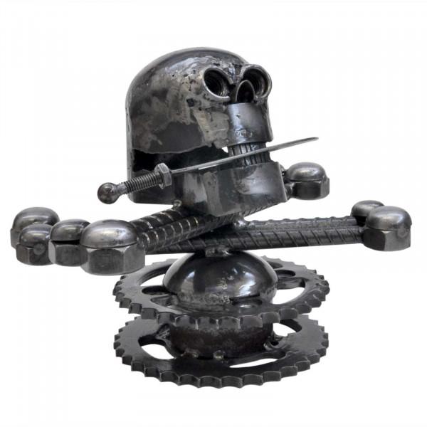 Totenkopf aus Altmetall