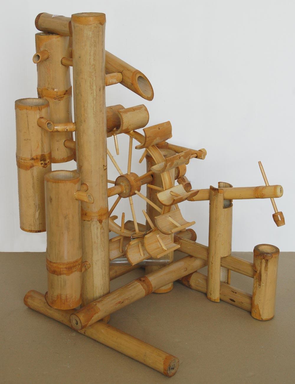 jeu d 39 eau en bambou. Black Bedroom Furniture Sets. Home Design Ideas