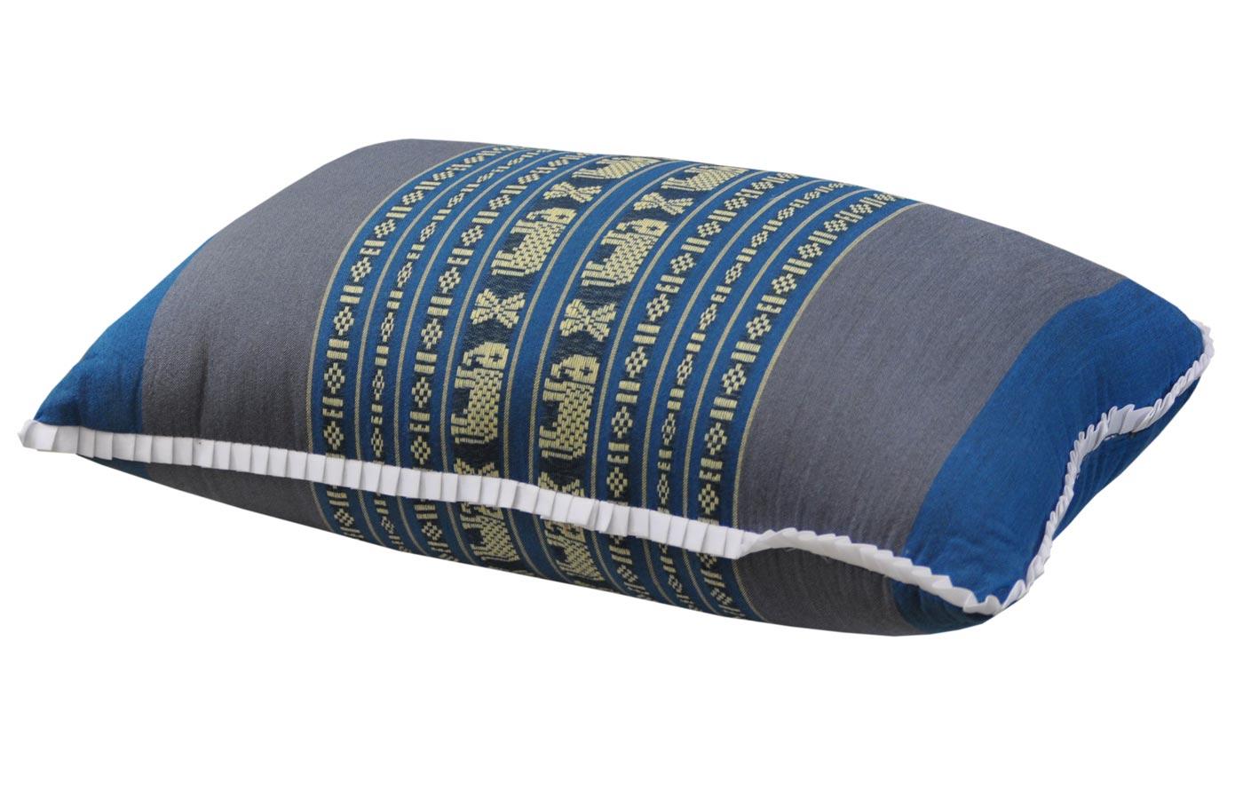 coussin de canap bleu gris motifs l phants. Black Bedroom Furniture Sets. Home Design Ideas
